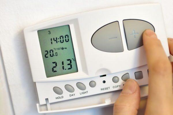 Выносной термостат позволит вам поддерживать постоянную температуру воздуха, а не теплоносителя.