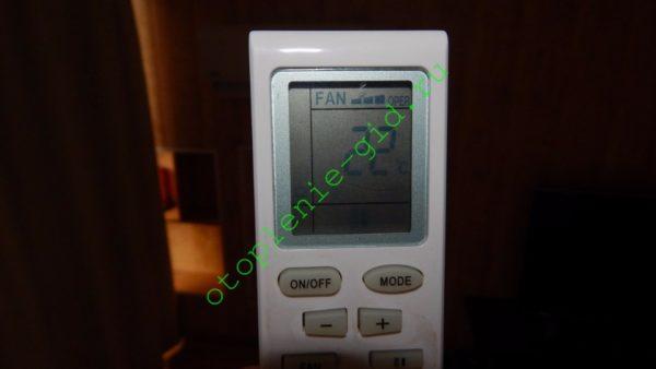 """Заданная на пульте температура воздуха поддерживается инвертором с точностью до 0,5 °С. Для сравнения — у """"старт-стоп"""" систем температуры остановки и запуска компрессора различаются на 3-4 градуса, поэтому воздух в комнате поочередно нагревается и остывает."""