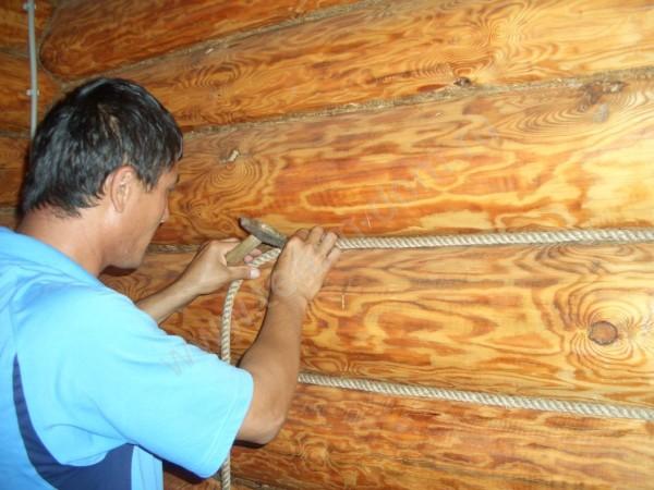 Заделка межвенцовых швов в бревенчатом доме