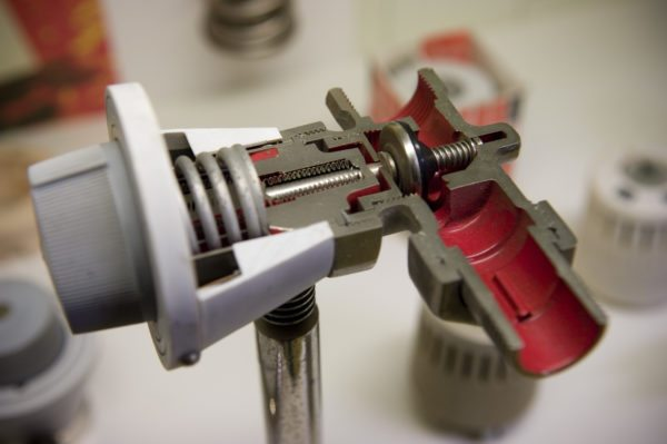 Знакомьтесь: механический термостат для управления проходимостью отопительного контура.